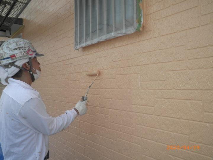 外壁・中塗り、上塗り中