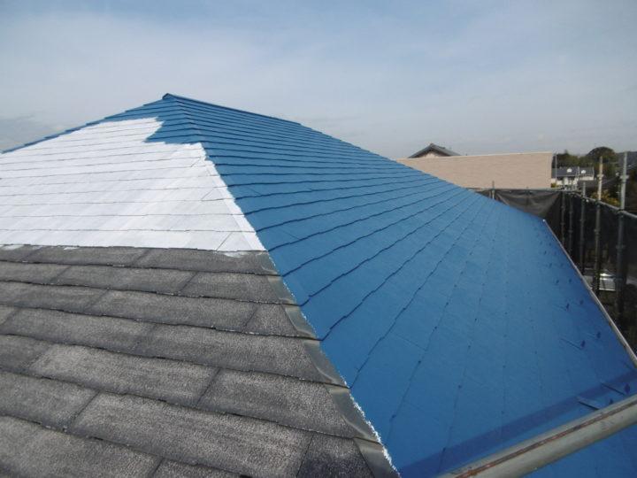 屋根下塗りから中塗りへ